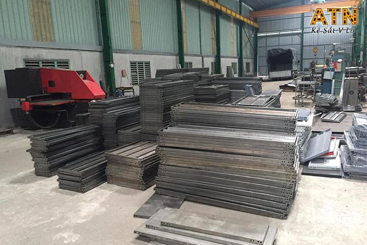 Địa chỉ cung cấp sắt v lỗ đa năng giá rẻ tại TPHCM
